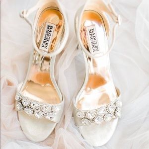 Badgley Mischka Gold Heels - 8